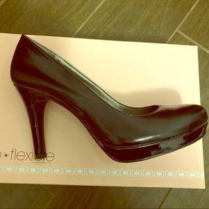 NWT Bandolino Boberta heels